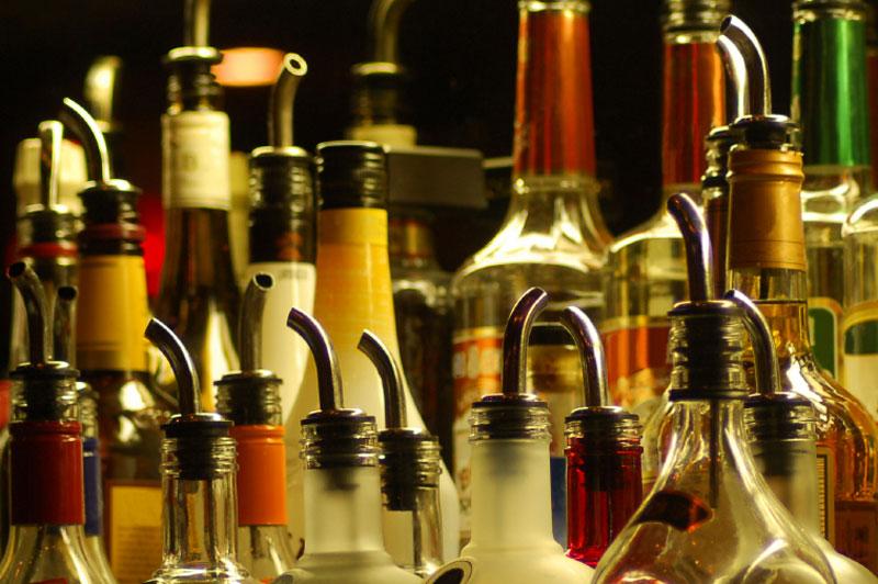 XpressFill Affordable Distilled Spirits Bottle Filling Machine800 x 532 jpeg 107kB